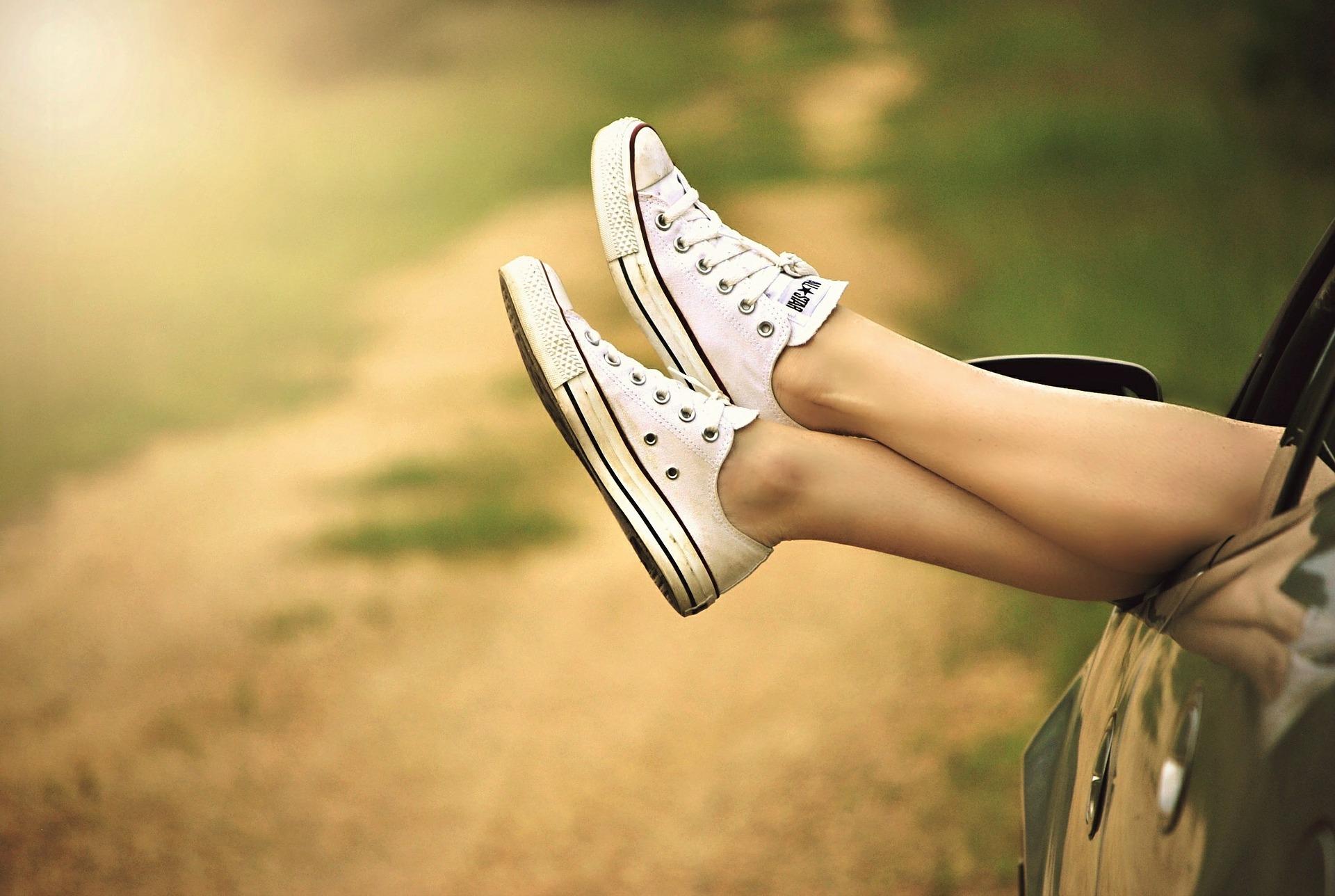 como evitar piernas cansadas este verano